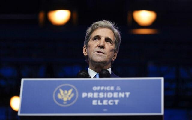 ג'ון קרי, בעת ההכרזה על מינויו לתפקיד יועץ מיוחד לענייני האקלים בממשל ג'ו ביידן. 24 בנובמבר 2020 (צילום: AP Photo/Carolyn Kaster)