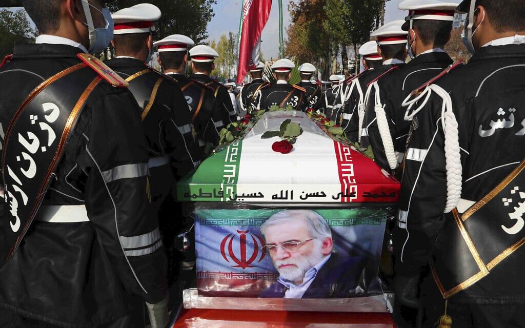הלוויית מוחסן פחרי זאדה באירן (צילום: Iranian Defense Ministry via AP)
