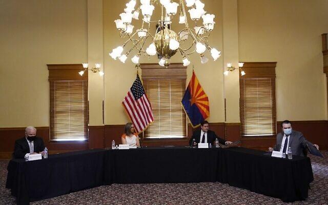 בית המשפט העליון של אריזונה מתכנס לאשרר את תוצאות הבחירות במדינה, 30 בנובמבר 2020 (צילום: (AP Photo/Ross D. Franklin)