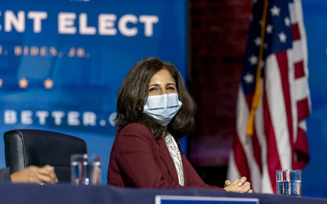 נירה טנדן, המועמדת של ג'ו ביידן לתפקיד הממונה על התקציבים, ב-1 בדצמבר 2020 (צילום: AP Photo/Andrew Harnik)