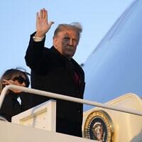 דונלד טראמפ ואשתו מלאניה עוזבים את וושינגטון הבירה לטובת חופש החגים במאר-אה-לגו בפאלם ביץ'. 23 בדצמבר 2020 (צילום: AP Photo/Patrick Semansky)