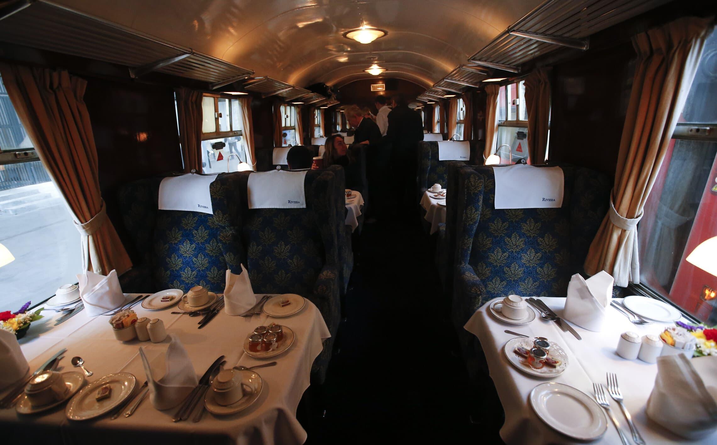 קרון האוכל ברכבת הסקוטי המעופף בנסיעתה לשום מקום, 25 בפברואר 2020 (צילום: AP Photo/Alastair Grant)