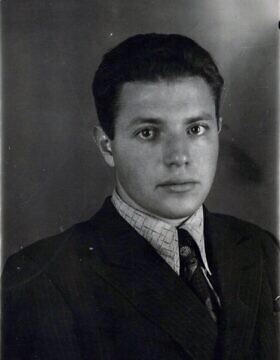 אנטולי דווידוביץ' דרון בצעירותו (צילום: באדיבות המשפחה)