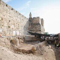 מרכז מבקרים ייבנה באזור זה של החפירות לרגלי מוזיאון מגדל דוד (צילום: ריקי רחמן)