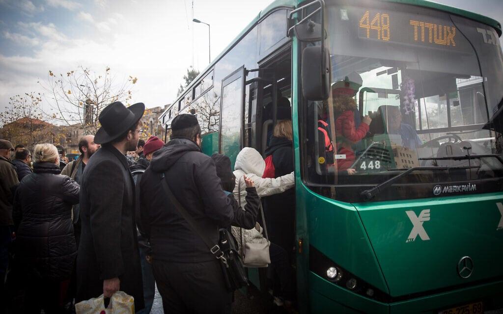 אוטובוס של אגד בירושלים, 4 בינואר 2017 (צילום: הדס פרוש/פלאש 90)