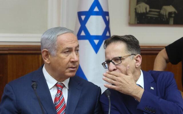 ראש הממשלה בנימין נתניהו ומזכיר הממשלה צחי ברוורמן בישיבת הממשלה השבועית, 17 ביוני 2018 (צילום: Marc Israel Sellem/POOL - פלאש 90)