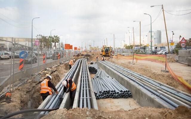 הקמת הרכבת הקלה בתל אביב, בשדרות ירושלים. פברואר 2020 (צילום: Miriam Alster/FLASH90)