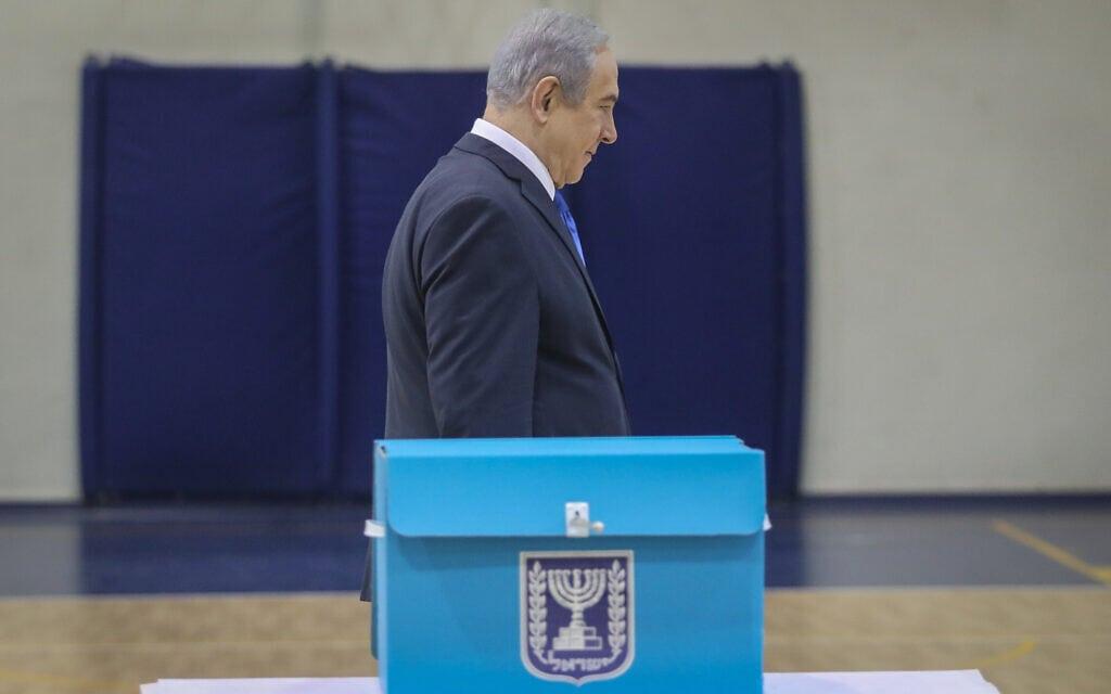 בנימין נתניהו נתניהו מצביע בירושלים במהלך הבחירות לכנסת, ב-2 במרץ 2020 (צילום: Marc Israel Sellem/POOL)
