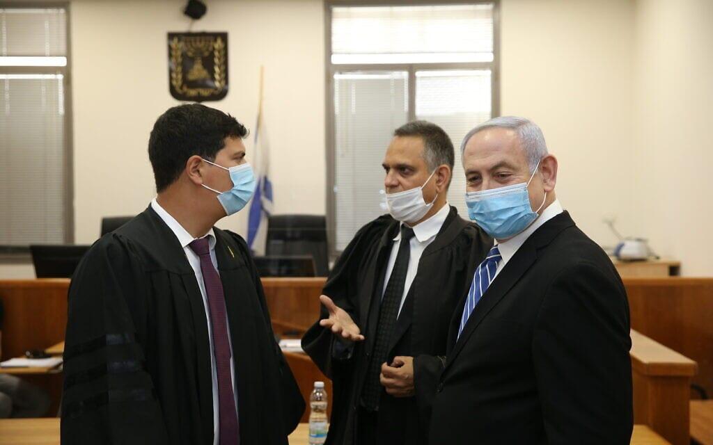 תחילת משפטו של בנימין נתניהו בגין שוחד, מרמה והפרת אמונים בבית המשפט המחוזי בירושלים. מאי 2020 (צילום: Amit Shabi/POOL)