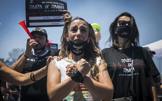אמנים מוחים נגד הממשלה בירושלים וקוראים לתמיכה כספית בעקבות משבר הקורונה. יוני 2020 (צילום: Olivier Fitoussi/Flash90)