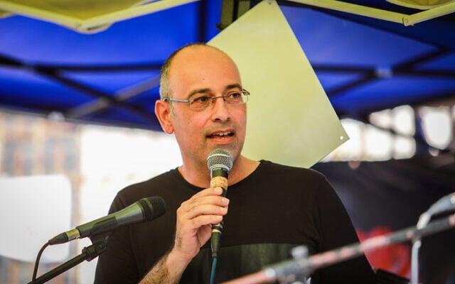 פרופסור ירון זליכה נושא דברים בהפגנה נגד ראש הממשלה בנימין נתניהו בירושלים, 7 באוגוסט 2020 (צילום: פלאש 90)