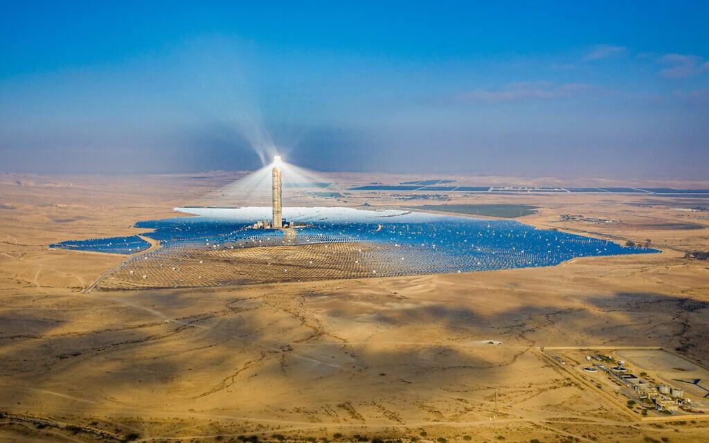 מבט על תחנת הכוח אשלים, תחנת כוח סולארית, במדבר הנגב (צילום: Yonatan Sindel/FLASh90)