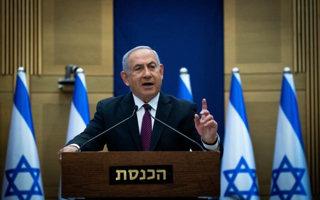 בנימין נתניהו במסיבת עיתונאים אחרי שהצעת החוק לפיזור הכנסת עבר בקריאה טרומית, 2 בדצמבר 2020 (צילום: יונתן זינדל, פלאש 90)