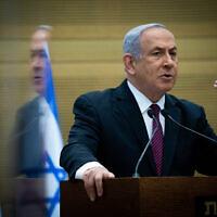 בנימין נתניהו במסיבת עיתונאים אחרי שהצעת החוק לפיזור הכנסת עבר בקריאה טרומית, 2 בדצמבר 2020 (צילום: יונתן זינדל/פלאש90)