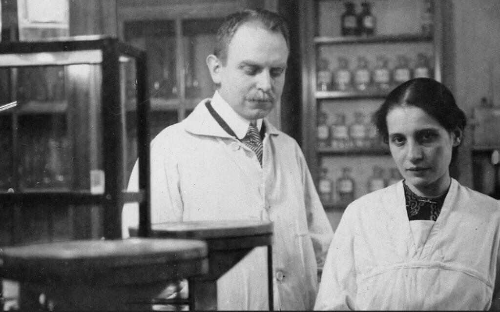 אוטו האן וליז מייטנר, 1912 (צילום: דומיין ציבורי באמצעות Wikimedia Commons)