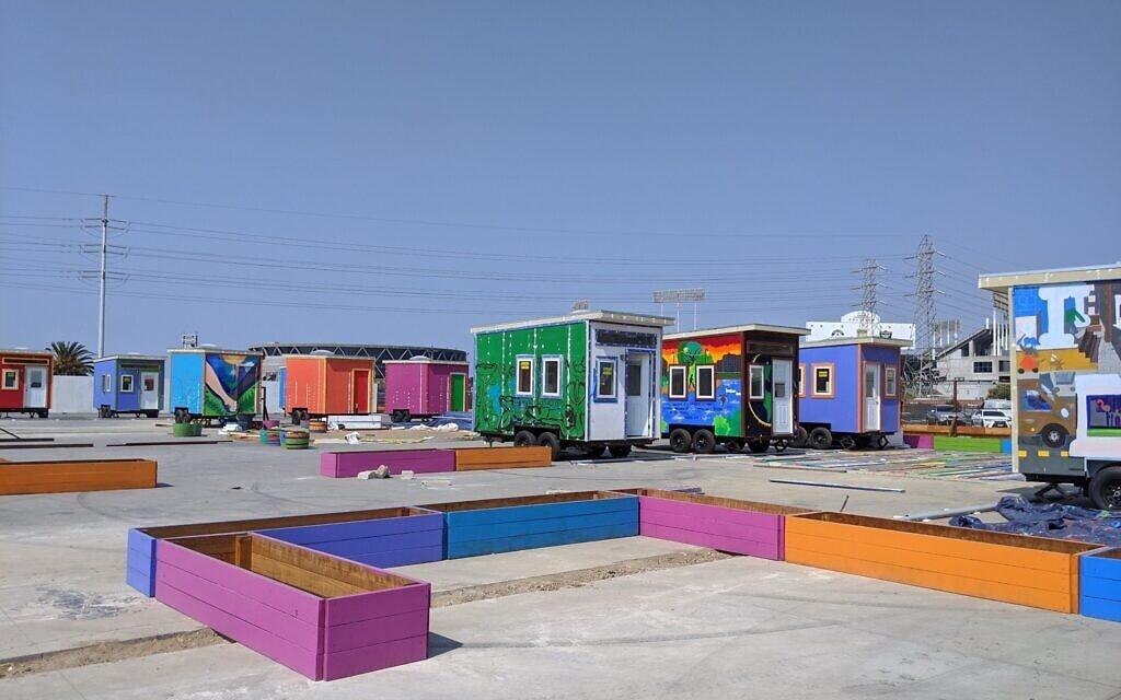 26 הבתים מאורגנים לקראת סידור כפר הבתים הזעירים באוקלנד, 20 בספטמבר 2020 (צילום: מלאני לידמן)