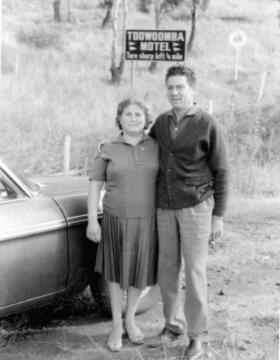 פיליפו ומריה קסלה, המייסדים של מותג היין האוסטרלי זנב צהוב (צילום: צילום מסך מתוך האתר של חברת yellow tail)