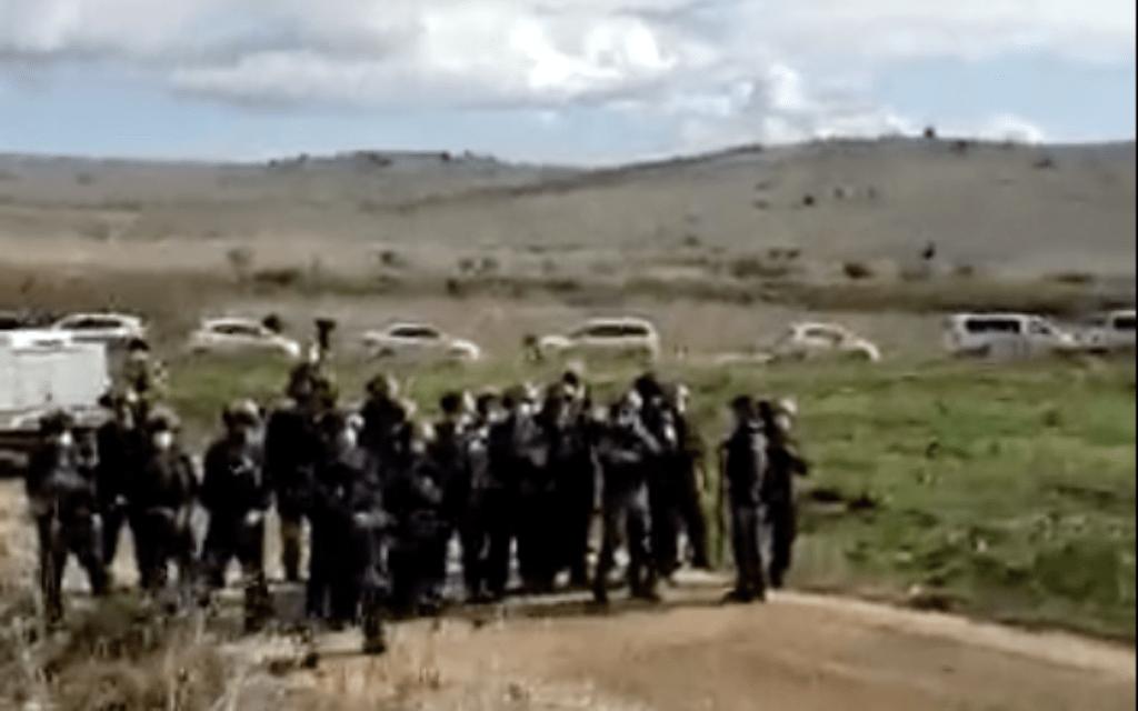 שוטרים מגיעים להפגנה נגד הקמת טורבינות רוח. דצמבר 2020