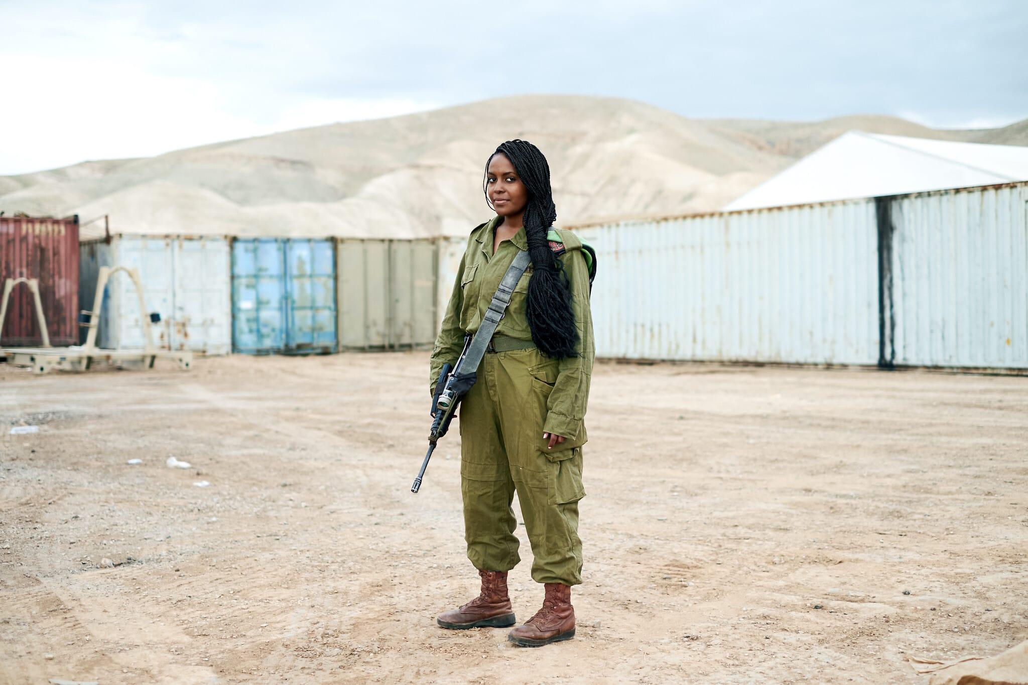 "סיסית, מאדיס אבבה, אתיופיה. חיילת חי""ר (צילום: ברנט סלומוביץ')"
