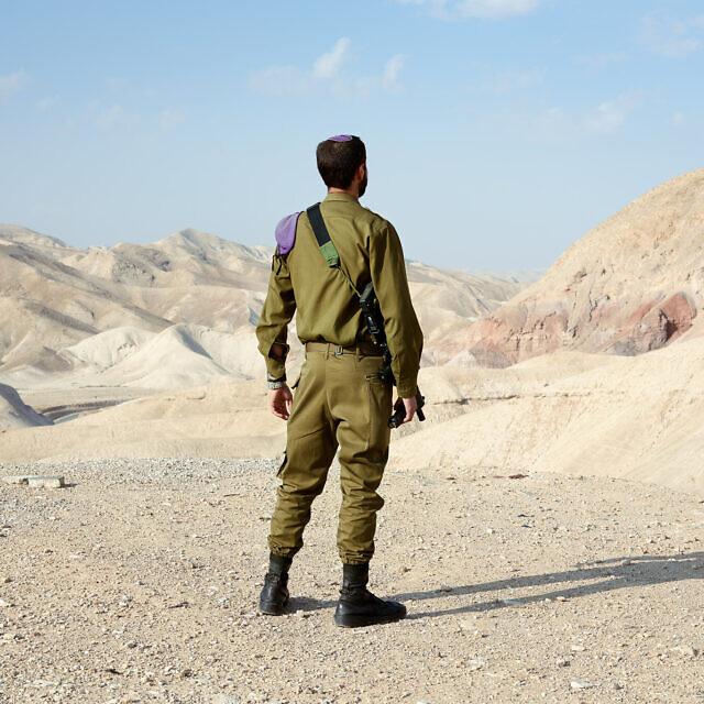 """רפאל, 21, מאנטוורפן, בלגיה. חייל חי""""ר (צילום: ברנט סלומוביק)"""