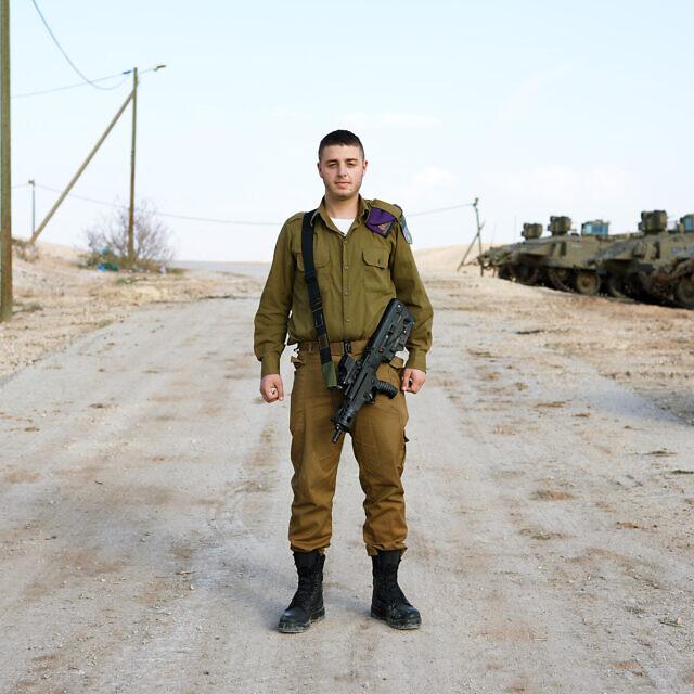"""שמואל, 19, ממילאנו, איטליה. חייל חי""""ר (צילום: ברנט סלומוביק)"""