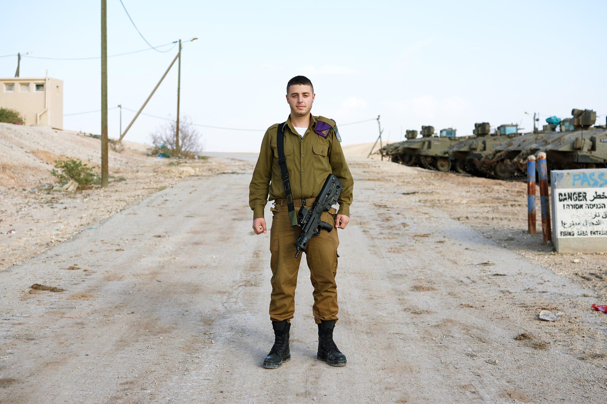 """שמואל, 19, ממילאנו, איטליה. חייל חי""""ר (צילום: ברנט סלומוביץ')"""