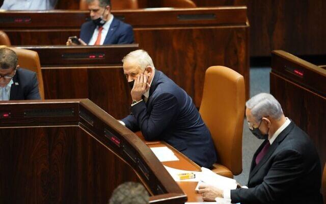 בנימין נתניהו ובני גנץ במליאת הכנסת בעת ההצבעה על פיזור הכנסת, 2 בדצמבר 2020 (צילום: דני שם טוב/דוברות הכנסת)