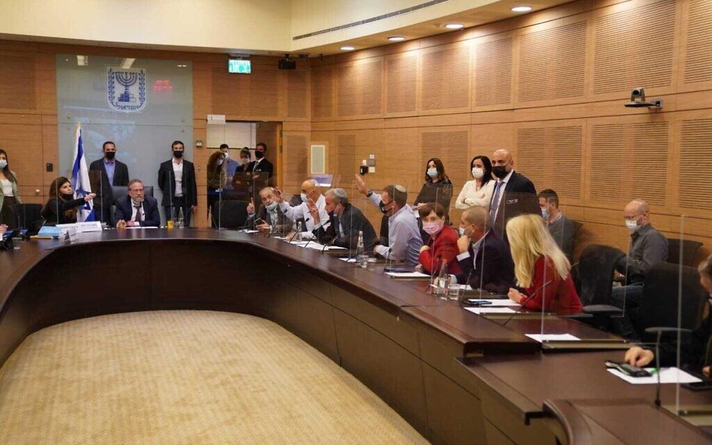 חברי ועדת הכנסת מצביעים על ההצעה לדחות את מועד אישור התקציב, 21 בדצמבר 2020 (צילום: דני שם טוב, דוברות הכנסת)