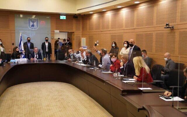 חברי ועדת החוקה, חוק ומשפט מצביעים על ההצעה לדחות את מועד אישור התקציב, 21 בדצמבר 2020 (צילום: דני שם טוב, דוברות הכנסת)