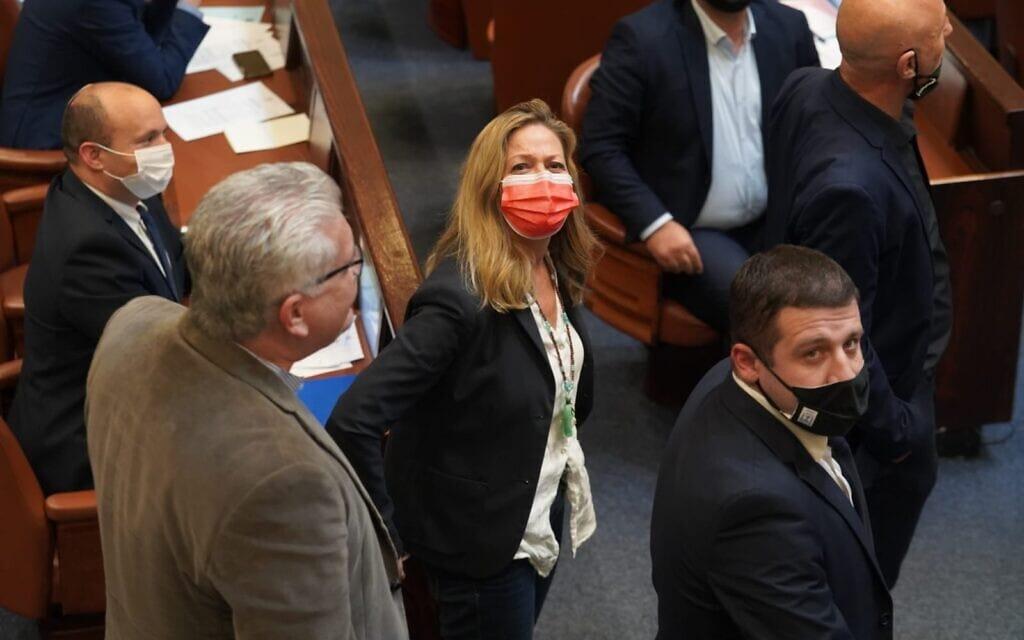 מיקי חיימוביץ' חוזרת למליאת הכנסת להצבעה,21 בדצמבר 2020 (צילום: דני שם טוב/דוברות הכנסת)