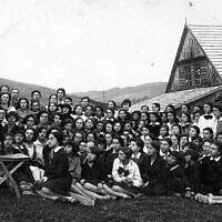 המוסד הלימודי בית יעקב שהקימה שרה שנירר