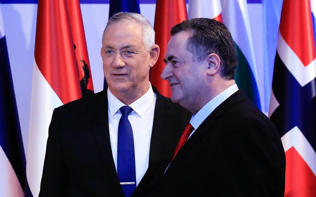 """ישראל כ""""ץ ובני גנץ בינואר 2020 (צילום: אוליבייה פיטוסי/פלאש90)"""