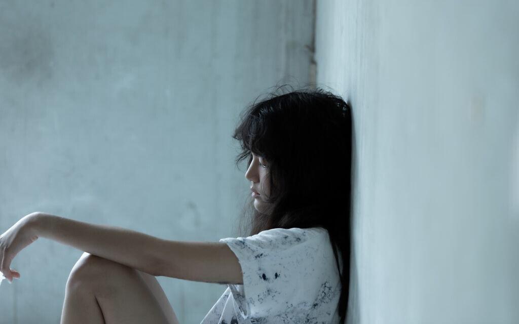 נערה במצוקה, אילוסטרציה (צילום: NonChanon / iStock)