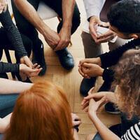 אילוסטרציה. סיוע לבני נוער במצוקה (צילום: iStock)