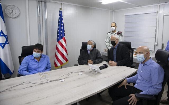 שר הביטחון בני גנץ צופה בתרגיל יירוט הטילים, דצמבר 2020 (צילום: דוברות משרד הביטחון)