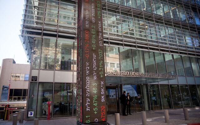"""הבורסה לני""""ע בת""""א. משקיעים נהרו להשקעות אלטרנטיביות מחוץ לבורסה כדי להשיג תשואות עודפות (צילום: מרים אלסטר / פלאש 90)"""