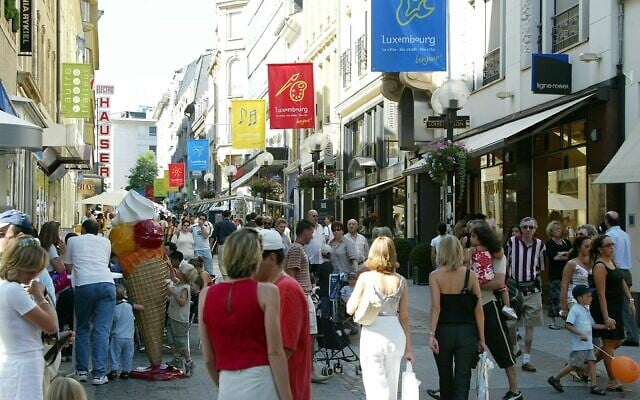 רחוב פיליפ ה-2 בלוקסמבורג. הדוכסות הפכה למרכז קרנות ההשקעה של אירופה (צילום: AP Photo/ Luxpress/Manuel Dias HA)
