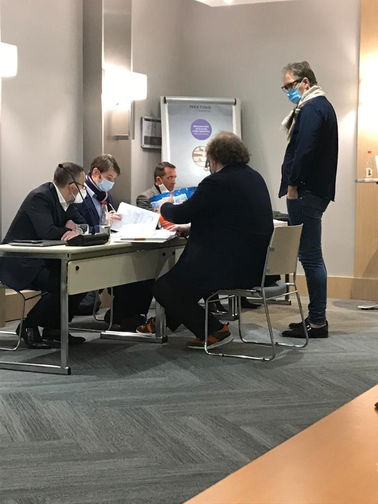 אסיפת בעלי מניות של EPF בלוקסמבורג. עומד מימין: הנס נומן, ינואר 2021