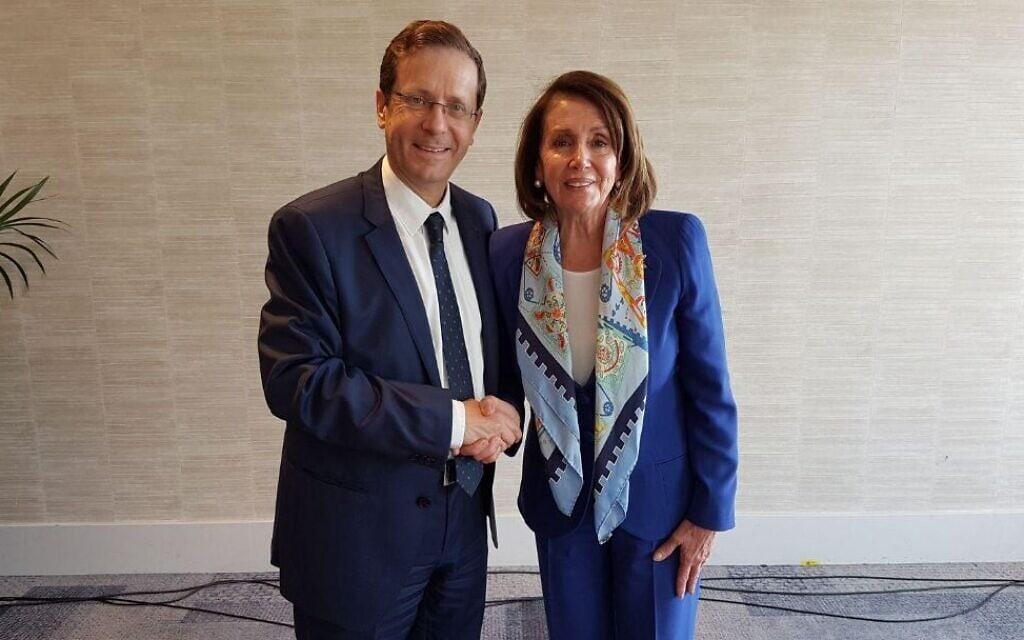 ננסי פלוסי ויצחק (בוז'י) הרצוג בתל אביב במרץ 2018 (צילום: חשבון הטוויטר של יצחק הרצוג)