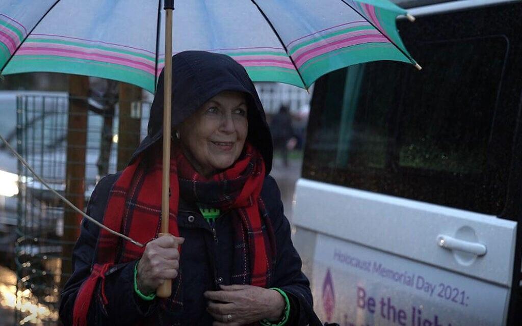 ניצות שואה לייד הוואן הנייד בלונדון, דצמבר 2020 (צילום: Learning from the Righteous)