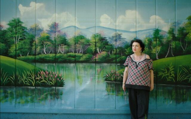 """ברברה לוצ'יאטו ב""""סוג של גן עדן"""", סרטו של לנס אופנהיים (צילום: באדיבות Magnolia Pictures)"""