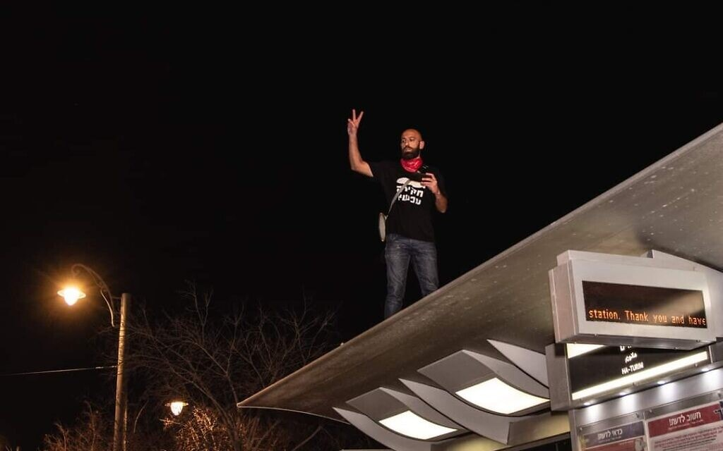 יונתן מאיר בהפגנה בבלפור (צילום: נועם קרמפף)