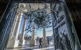 זכוכית מנופצת בבית הנבחרים (צילום: AP Photo/J. Scott Applewhite)