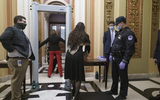 גלאי מתכות בכניסה לבית הנבחרים, 12 בינואר 2021 (צילום: AP Photo/J. Scott Applewhite)
