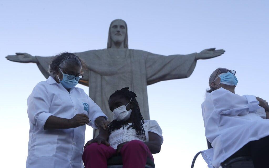 התחלת מבצע החיסונים בברזיל, 18 בינואר 2021 (צילום: AP Photo/Bruna Prado)