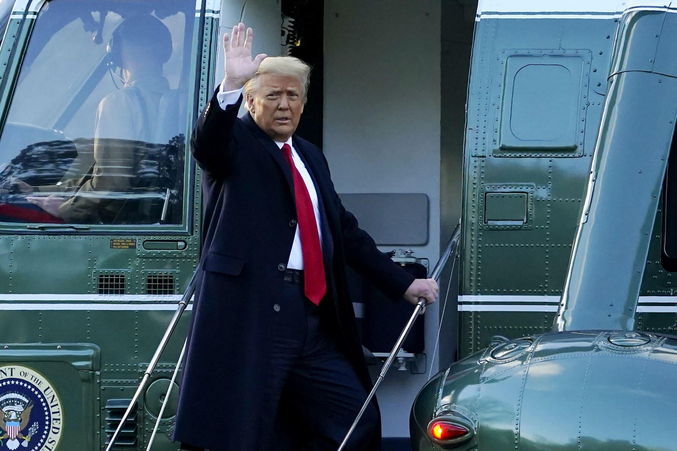 דונלד טראמפ עוזב את הבית הלבן (צילום: AP Photo/Alex Brandon)