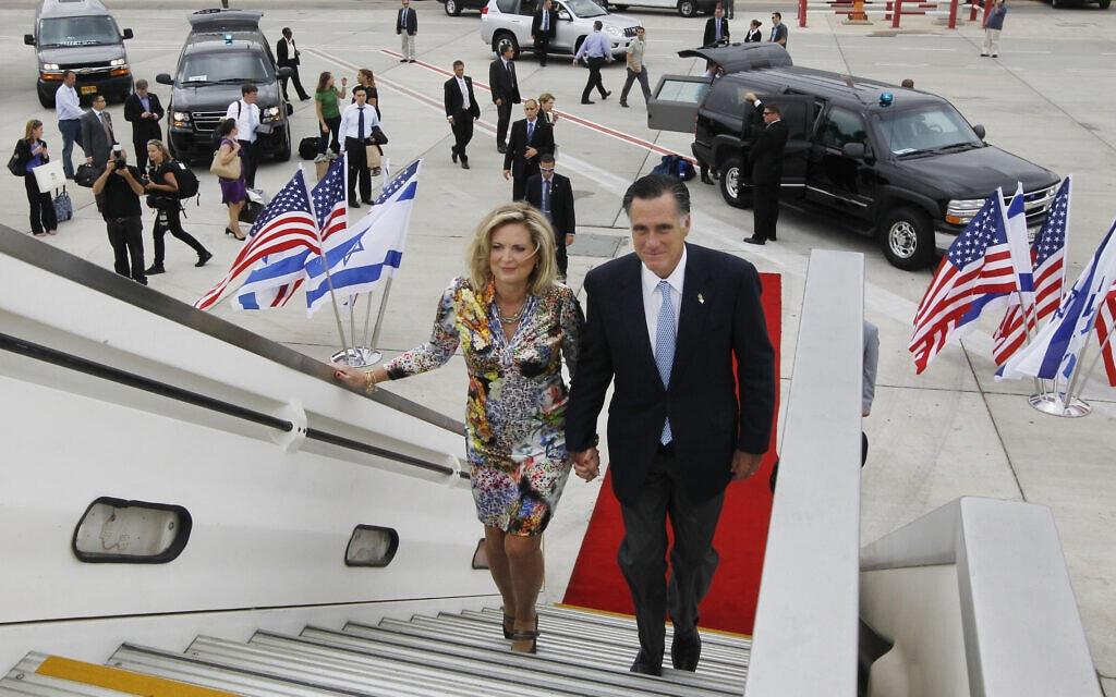 המועמד לנשיאות מיט רומני ואישתו אן בסיום ביקורם בישראל, 30 ביולי 2012 (צילום: AP Photo/Charles Dharapak)
