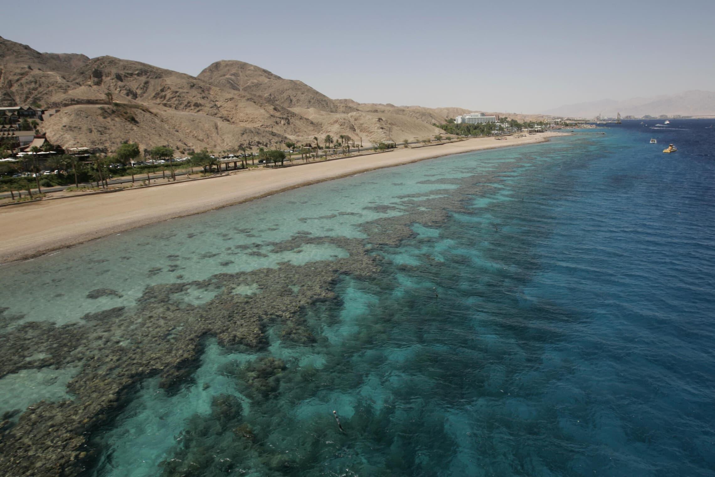 חוף האלמוגים באילת ב-2009 (צילום: אנה קפלן/פלאש90)