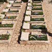 בית הקברות הצבאי בהר הרצל, 19 באפריל 2010; תצלום ארכיון – למצולמים אין קשר לדיווח (צילום: גילי יערי, פלאש 90)
