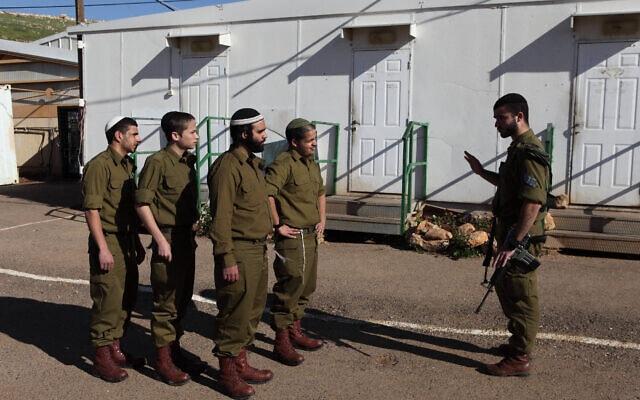 """חיילים בנח""""ל החרדי (צילום: Yaakov Naumi/Flash90)"""
